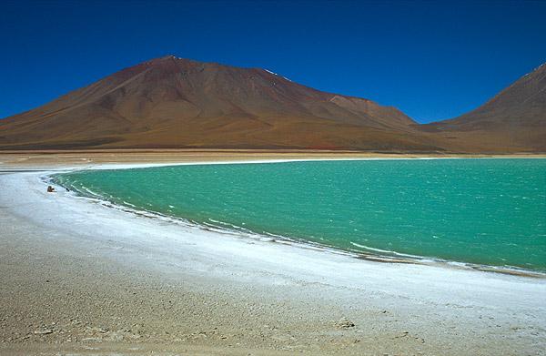 Pěna na břehu Laguny Verde