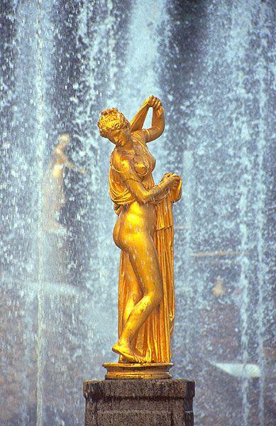Zlatá dívka ve sprše, Petrodvorec