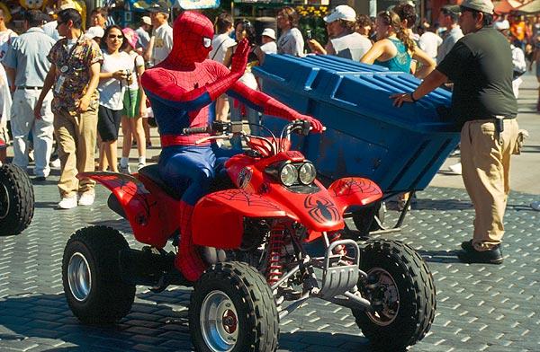 Spiderman na čtyřkolce