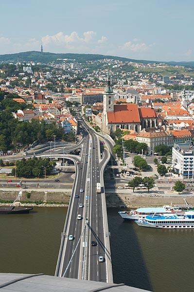 Bratislava z mostu SNP přes Dunaj