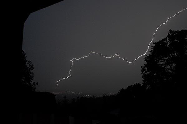 Bouřka, blesk na noční obloze