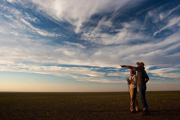 Večerní nebe nad mongolskou stepí