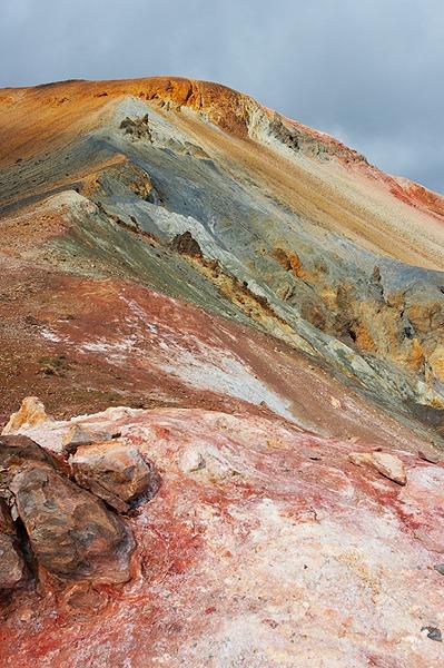 Brennisteinsalda, nejbarevnější hora