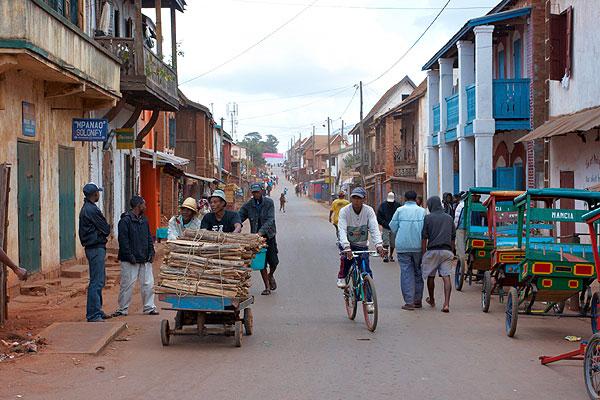 Rušná ulice v Ambalavao
