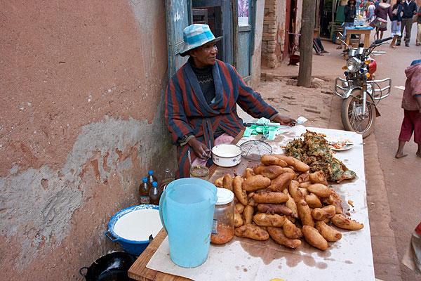 Prodavačka smažených banánů