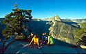 Lidé na vyhlídce Glacier Point