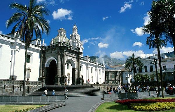 Quito, katedrála na Plaza de la Independencía