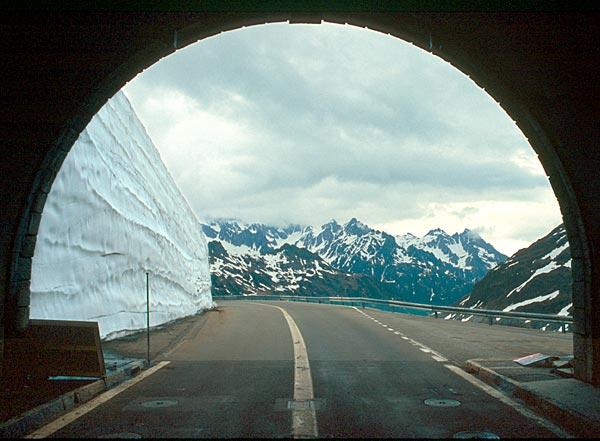 Tunel v sedle Sustenpass