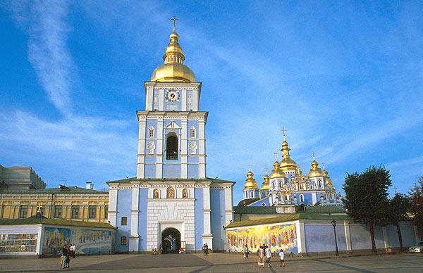 Zvonice – brána do kláštera svatého Michala