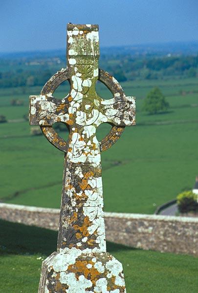 Keltský kříž s lišejníkem