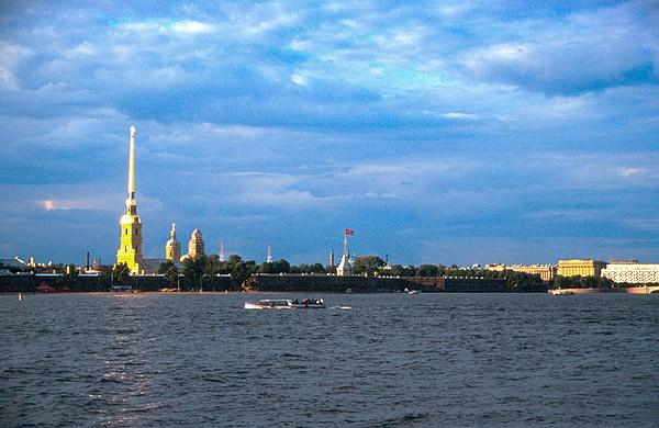 Řeka Něva a Petropavlovská pevnost