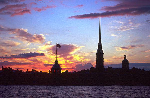 Petropavlovská pevnost, večerní silueta