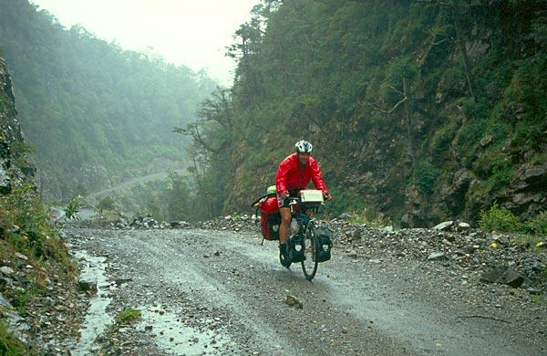 Cyklista na cestě Carretera Austral