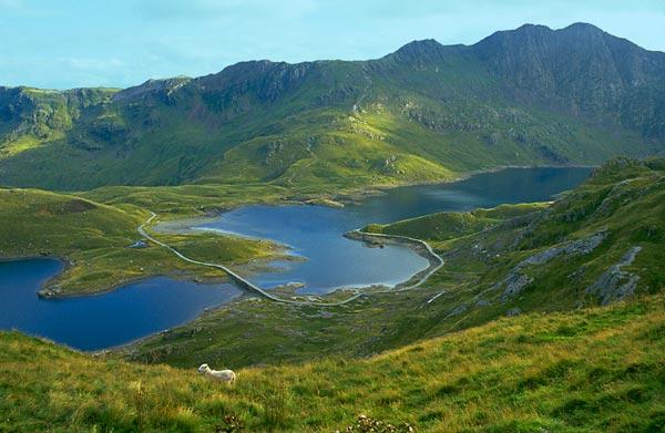 Jezero Llyn Llydaw v NP Snowdonia