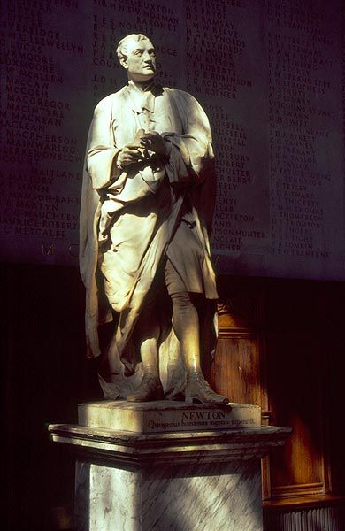 Sir Isaac Newton, socha v Trinity College