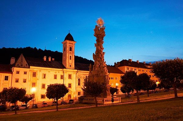 Františkánský klášter a morový sloup