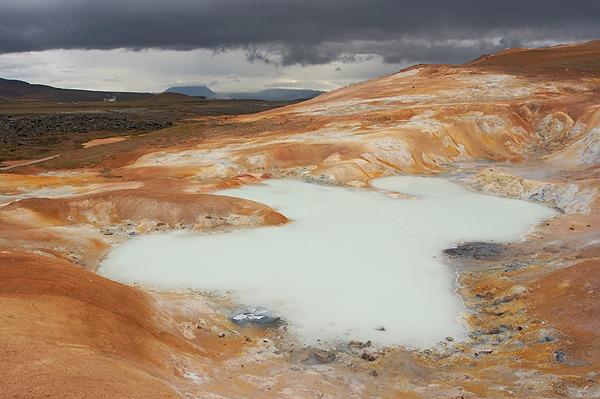Leirhnjúkur, vulkanické jezírko
