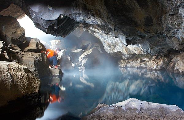 Grjótagjá, termální jeskyně