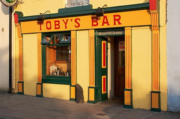 Irský pub, barevné průčelí