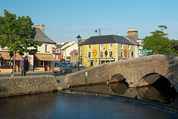 Westport, most přes řeku Carrowbeg
