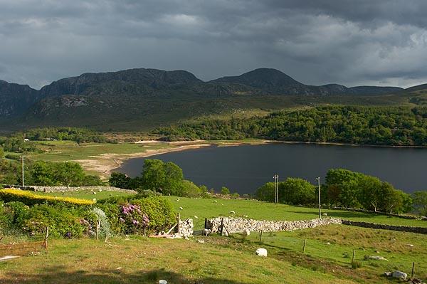 Nad jezero Dunlewy se valí déšť