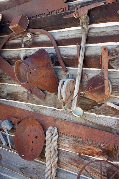 Staré zlatokopecké nářadí