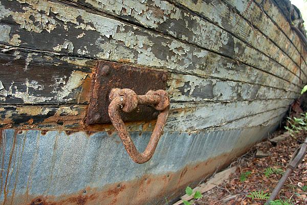 Starý dřevěný trup lodi