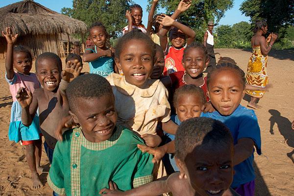 Zvědavé madagaskarské děti