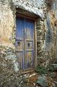 Staré modré opuštěné dveře