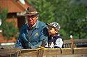 S dědečkem na voze