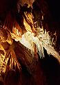 Sintrová brčka na stropě jeskyně