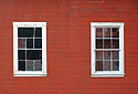 Dvě okna do továrny
